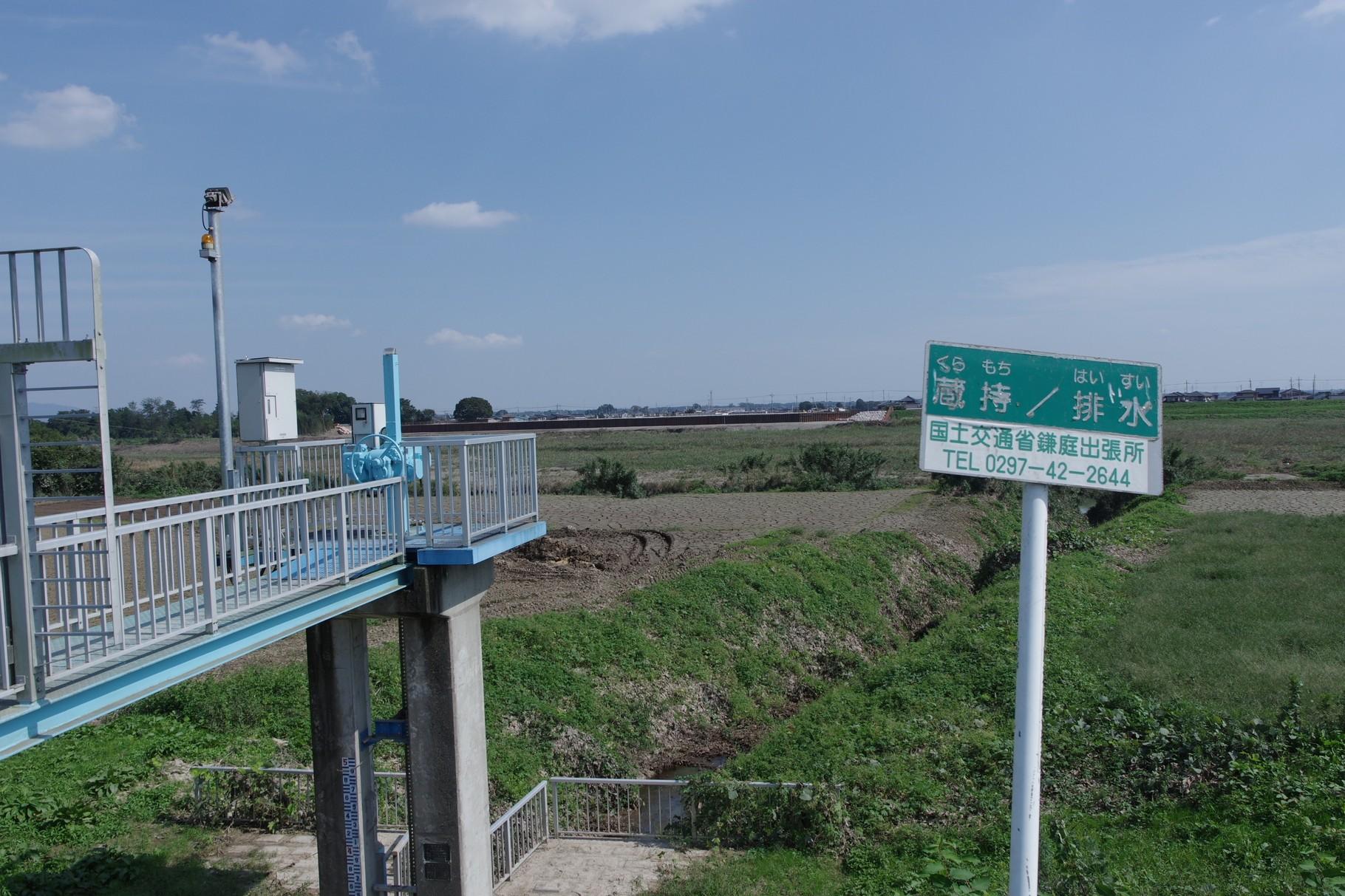 右岸の排水門