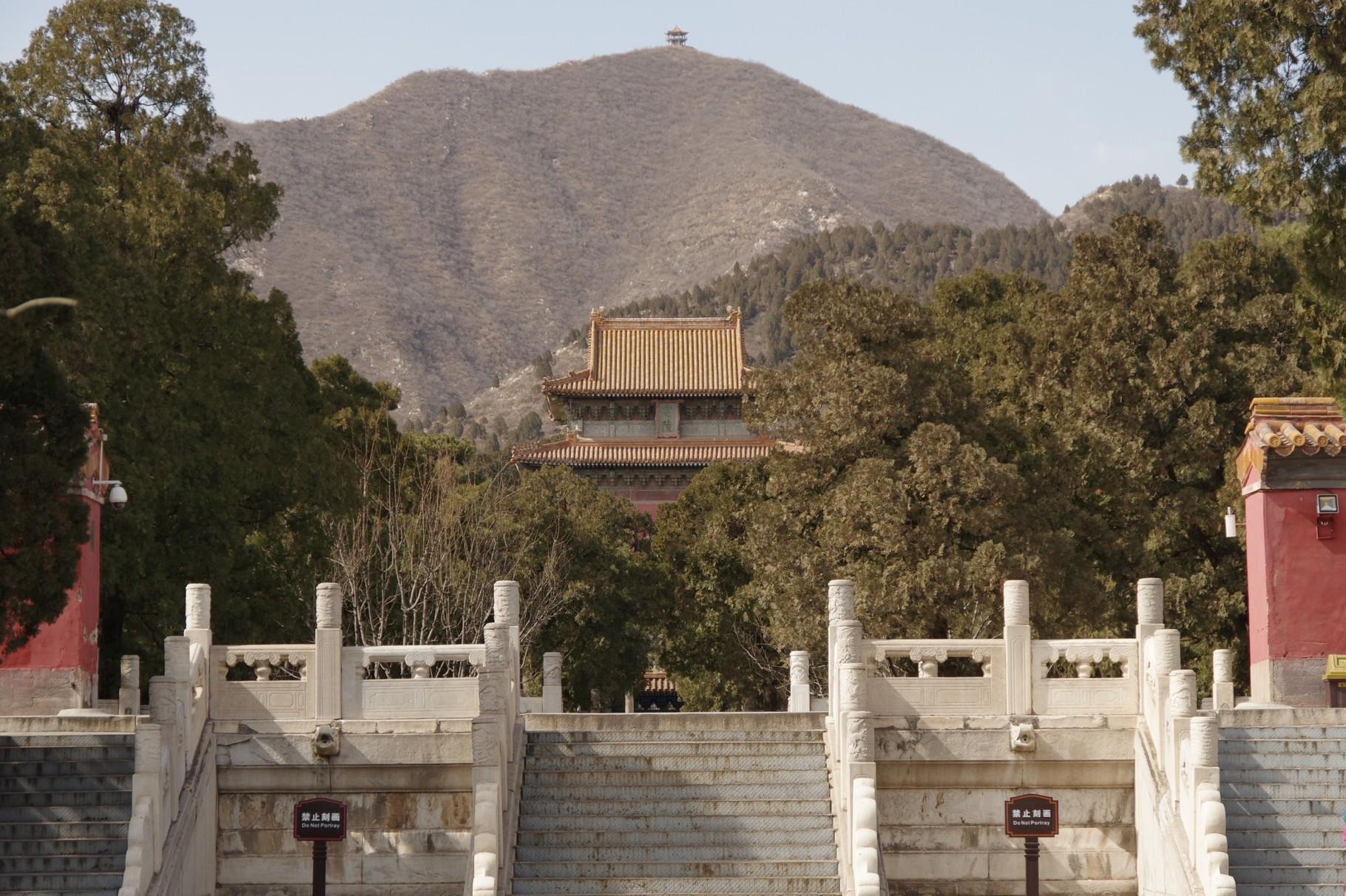 「祾恩門」跡の基壇です
