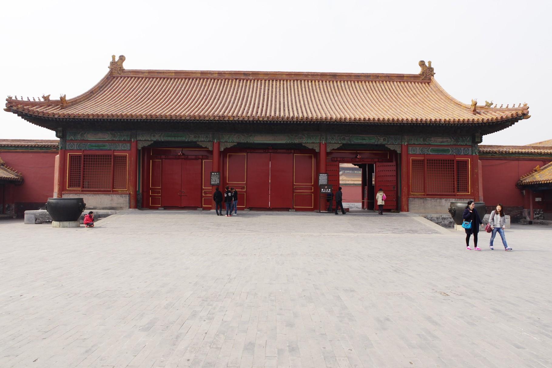 軍機処南の隆宗門