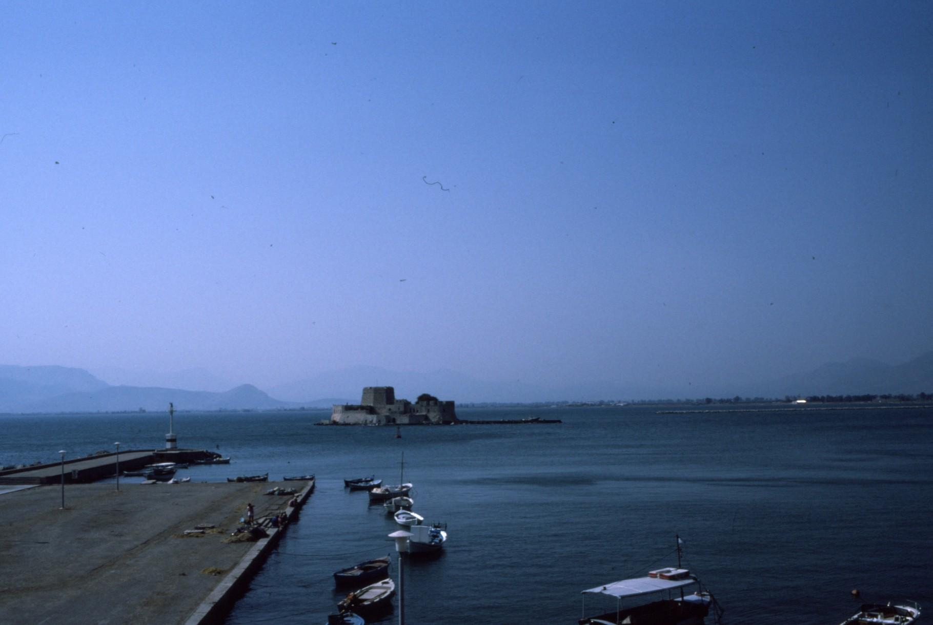 ナウフリオンの港 ヴェネツィアの要塞が見える