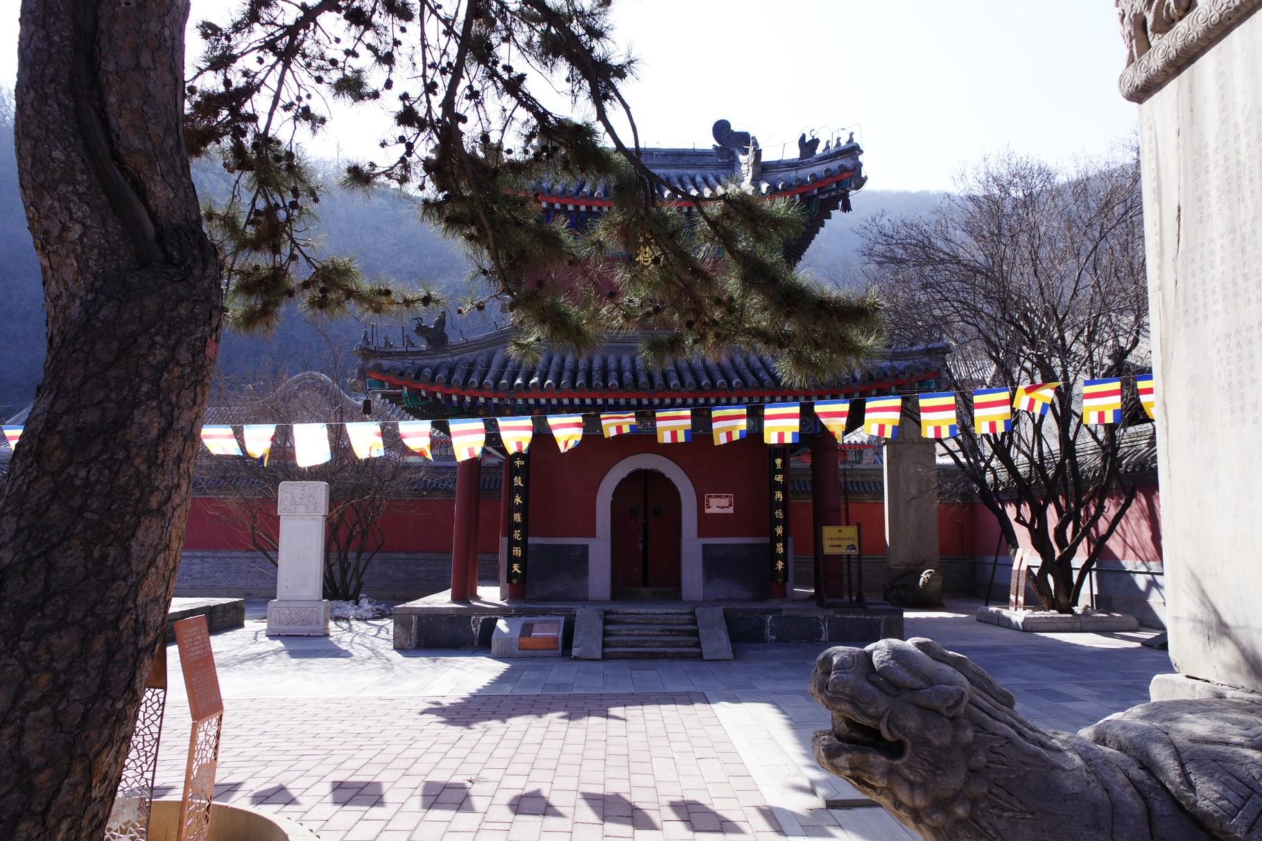 天王殿前の中庭左手の鼓楼