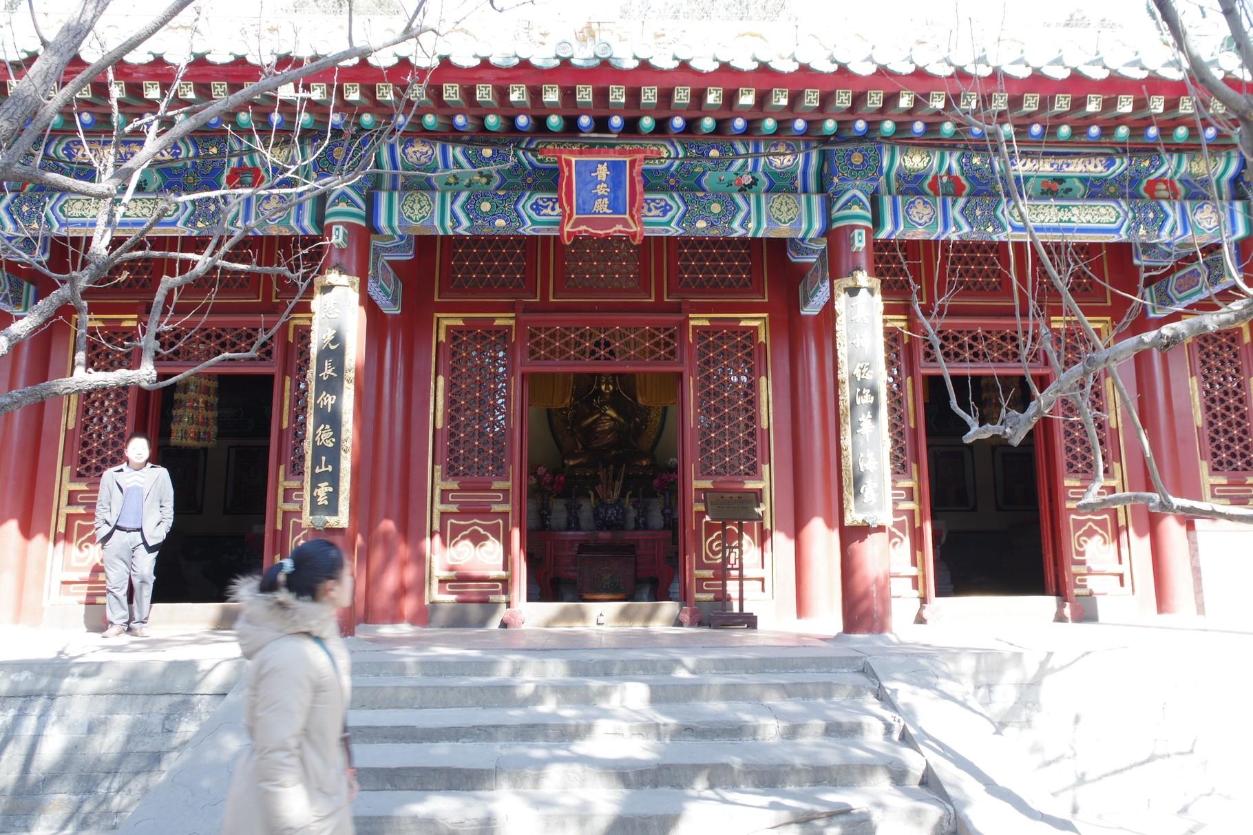 ツォンカパ像とパンチェン・ラマ像、ダライ・ラマ像、歓喜仏