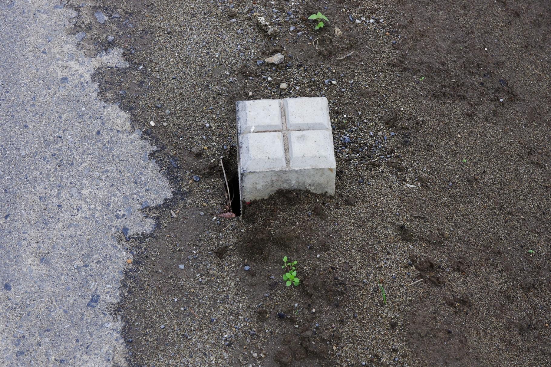 水圧でずれた標石