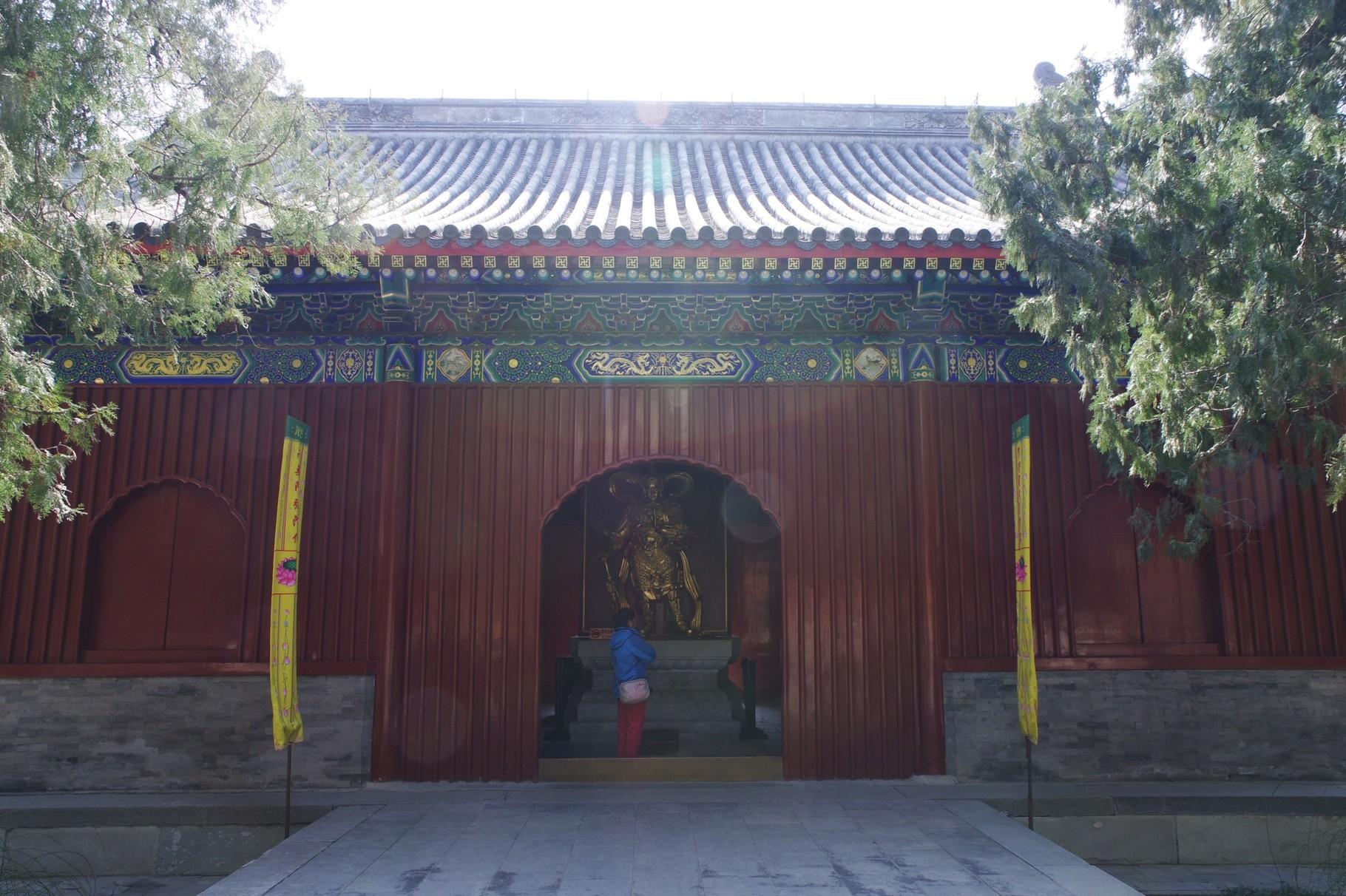 天王殿の背面の韋駄天像