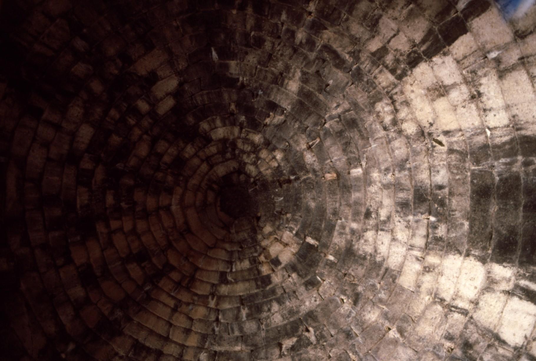 内部 ドーム型天井