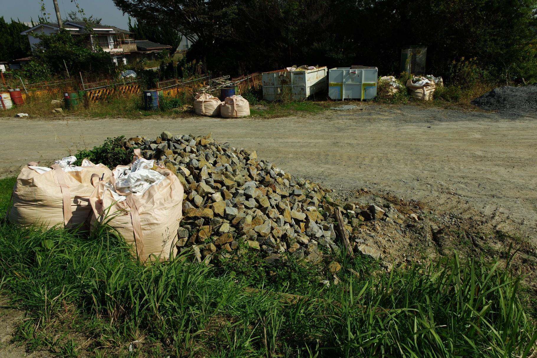 仮堤防工事の資材置き場