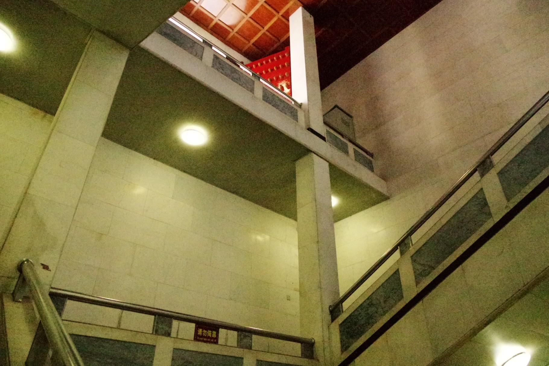 現代の階段(出口)