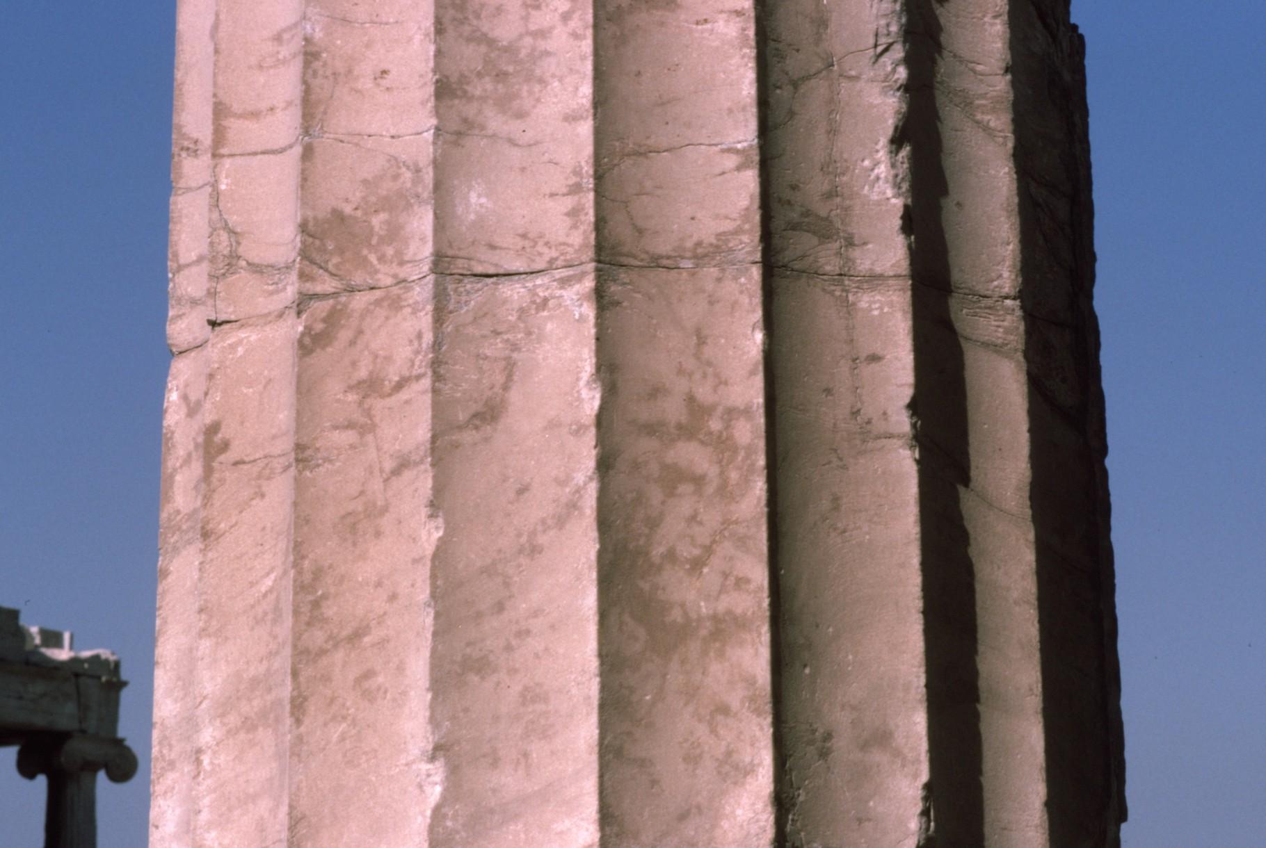 エジプトと同じく継ぎ目のある柱