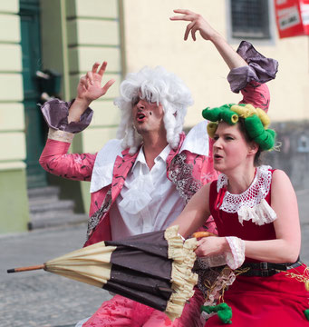 Molière goes Pop 2014 mit dem Theater am Ehrenbreitstein. Kostüme Evelyne Knobling, Ellen Roß. Bühnenrahmen Bau Tobias Küch, Gestaltung esteinart