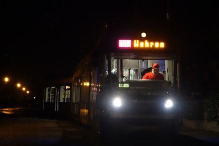 Der Weihnachtsmann bringt heute die Fahrgäste persönlich nach Hause.