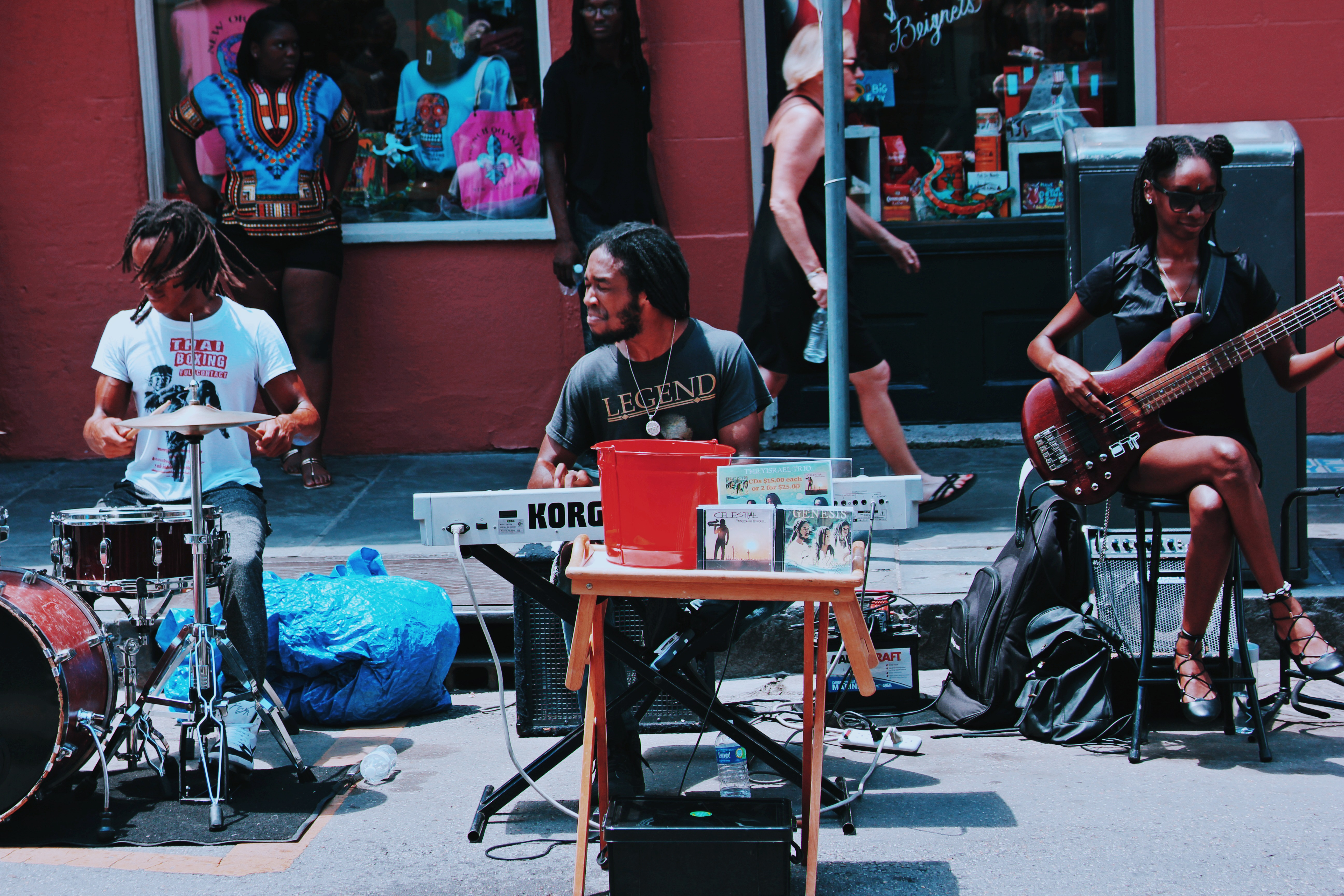 The band Ysrael performing in the sun at the French Quarter - Laura Deberle New Orleans Music Photography