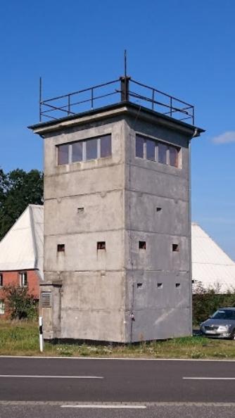 Spätsozialistischer Wachturm. Den durfte man aber nicht besteigen.