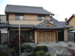 お寺のお庫裡で、ウレタン外張り外断熱の高断熱・高気密で建てました。