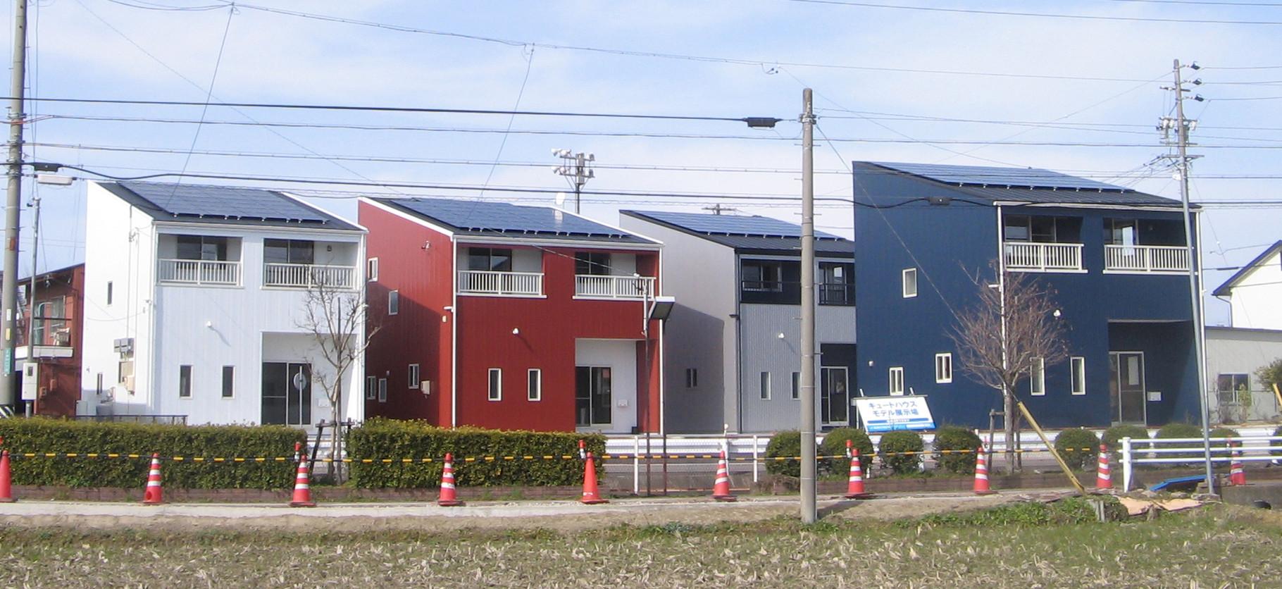 1戸建て借家までウレタン外張り外断熱の高気密高断熱の家です。オーナーさんが借主のことを考えての注文でした。太陽光発電で売電、儲かっています。