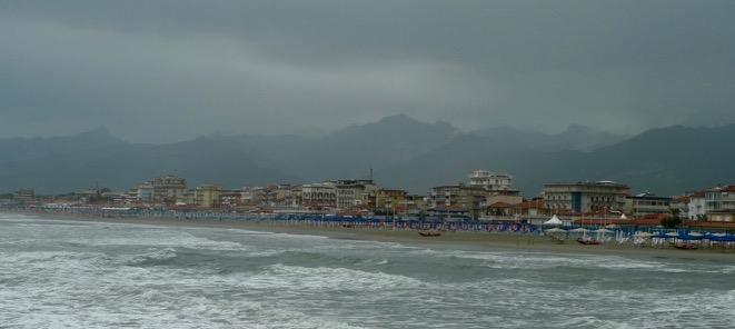 Dunkle Wolken über Camaiole