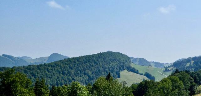 Blick über die Jurahöhen, rechts Mieschegg