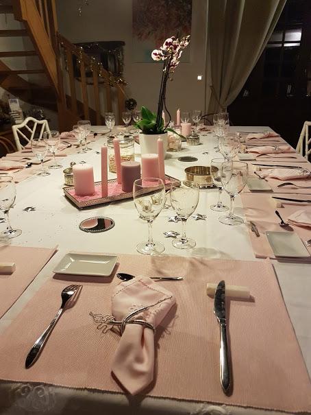 domaine de Millox, détails de table d'hotes rose et blanc