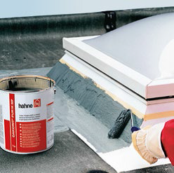 Dachabdichtung, Flachdachsanierung, Bauchemie, Dachbeschichtung, Chemnitz, Flachdachbeschichtung, Flüssigkunststoff für Dach, Dachdeckereinkauf, Dachdecker, Dachdecker-seminare, Schweisbahn sanieren