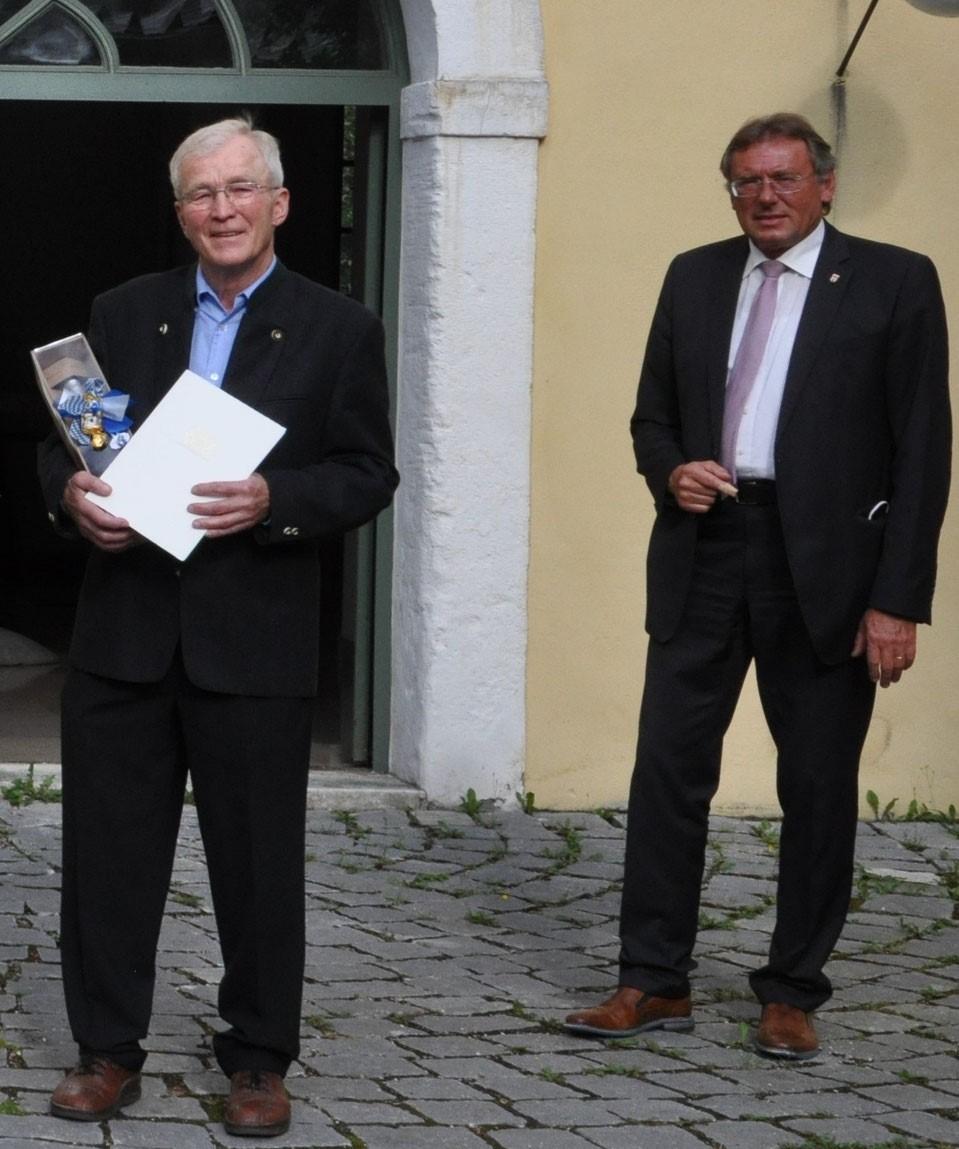 Eduard Gernhardt erhält Ehrenzeichen des Bayerischen Ministerpräsidenten