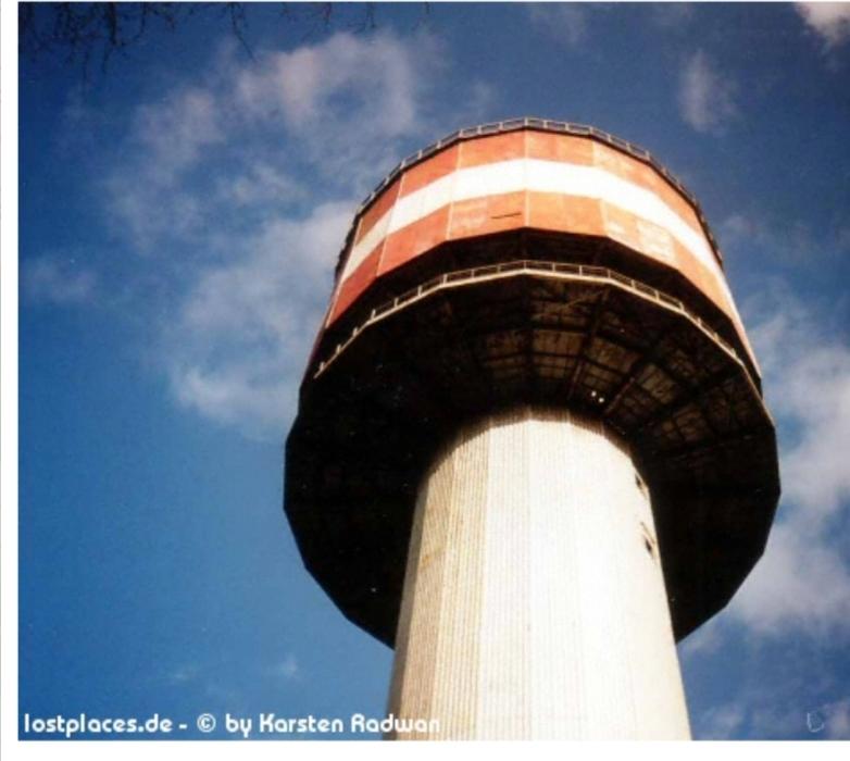 So ragte der Turm einst über den Schwabenberg, ehe er aus Sicherheitsgründen 1998 gesprengt wurde.
