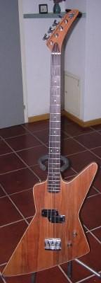 Nano Explorer Bass Front von  aus Escheund Ahorn