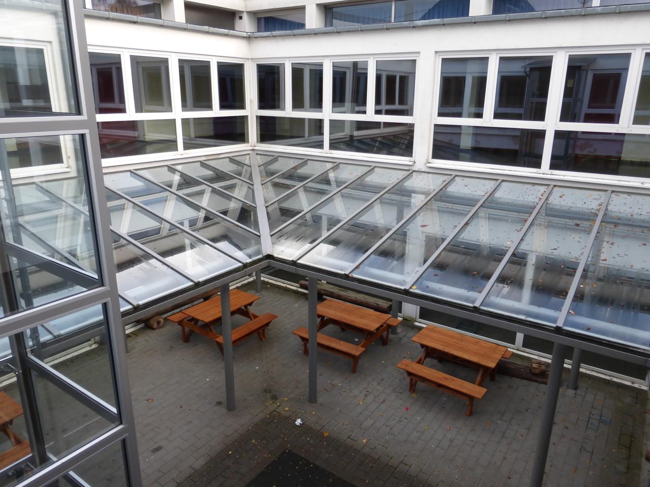 Atriumtrakt mit Freisitz - beliebter Treffpunkt in den Pausen