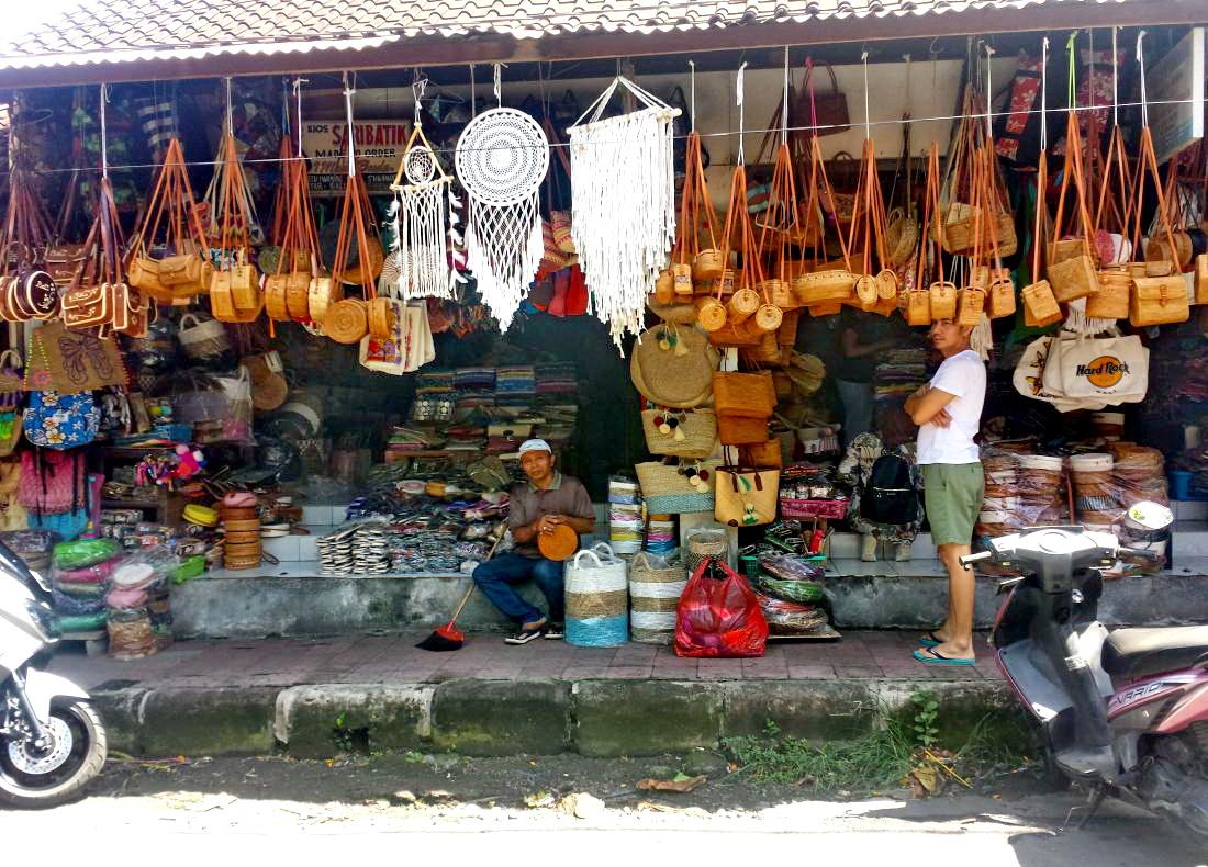 Kunst auf Bali / Holzschnitzereien