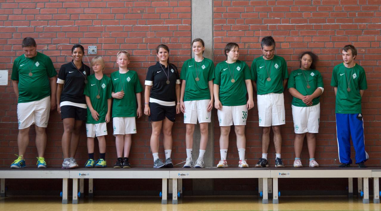Der Team vom SV Werder Bremen auf dem Siegerpodest