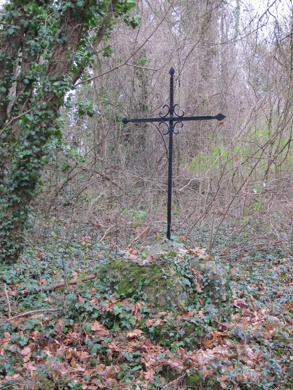 la croix de l'ancienne chapelle Sainte Anne