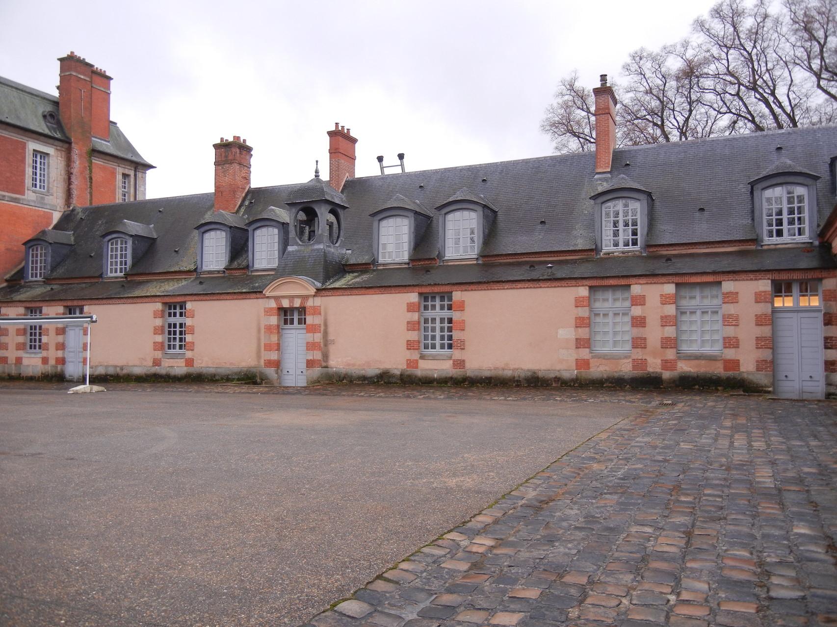 la cour sous laquelle ont été construites les archives