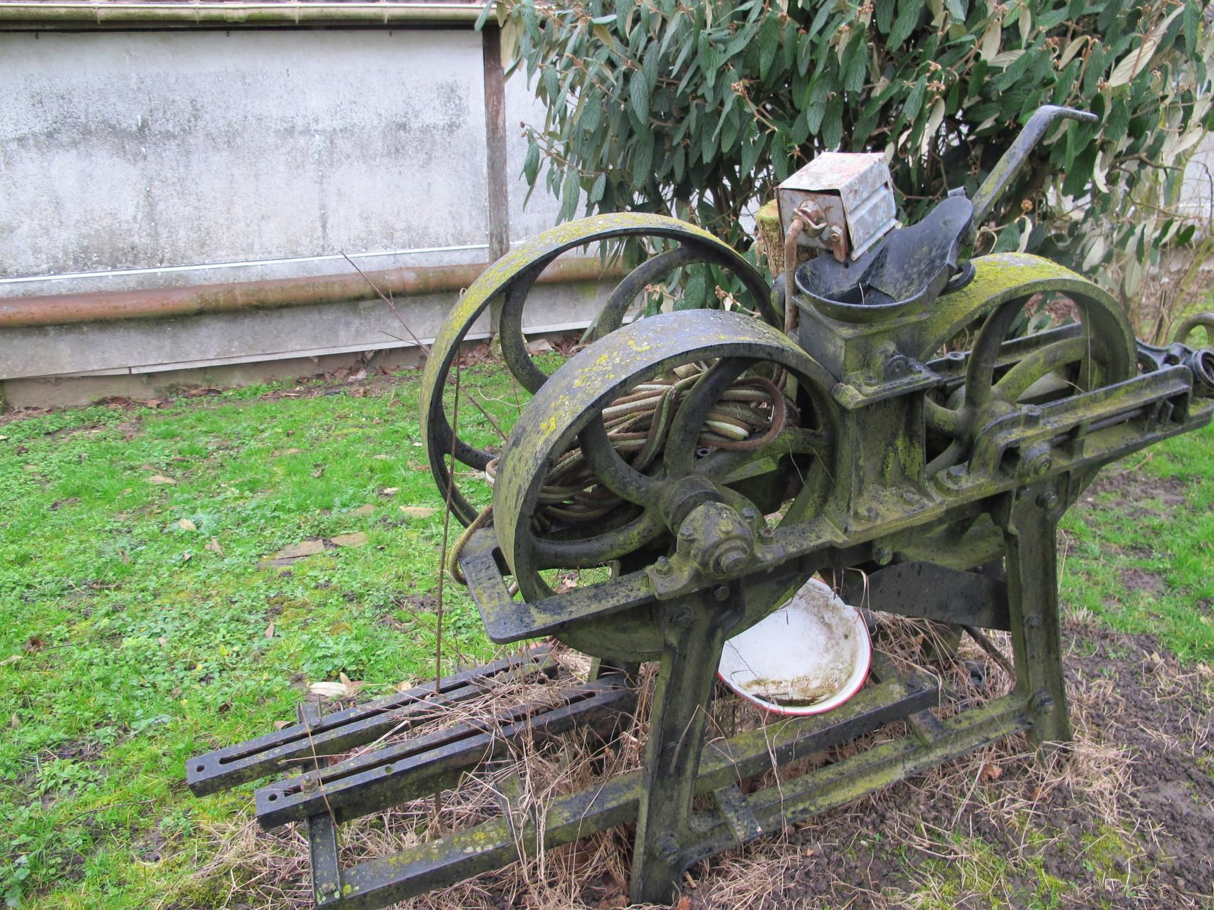 ancienne machine pour moudre l'avoine