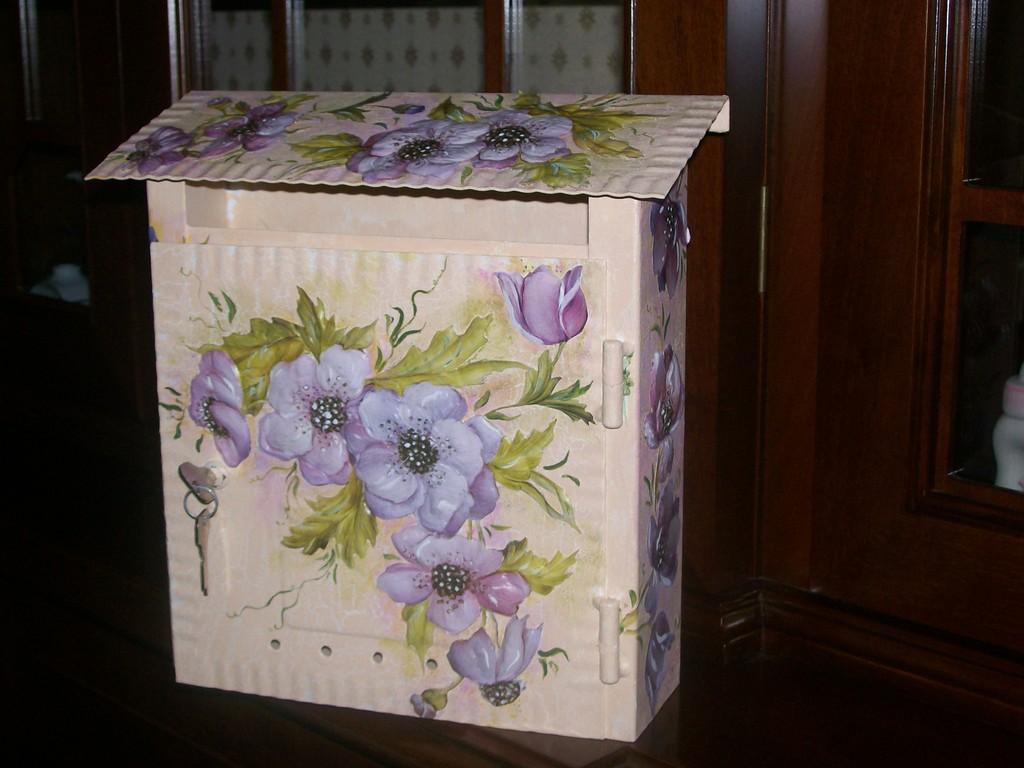 Seconda cassetta postale fiori d'anemone