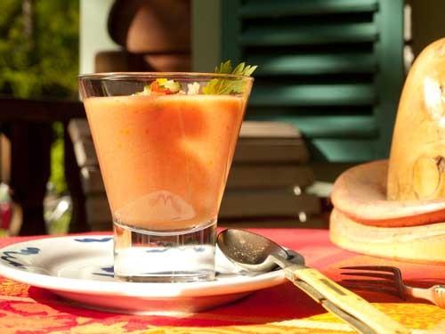 Gazpacho serviert in der Manouche