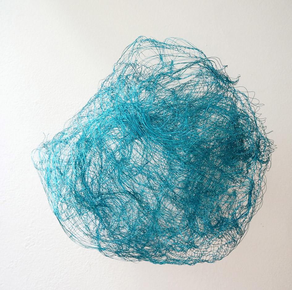 "Ellinor Euler, ""o.T."", 2020, Drahtobjekt türkis, ca. 40 x 40 x 30 cm, VG Bild-Kunst"