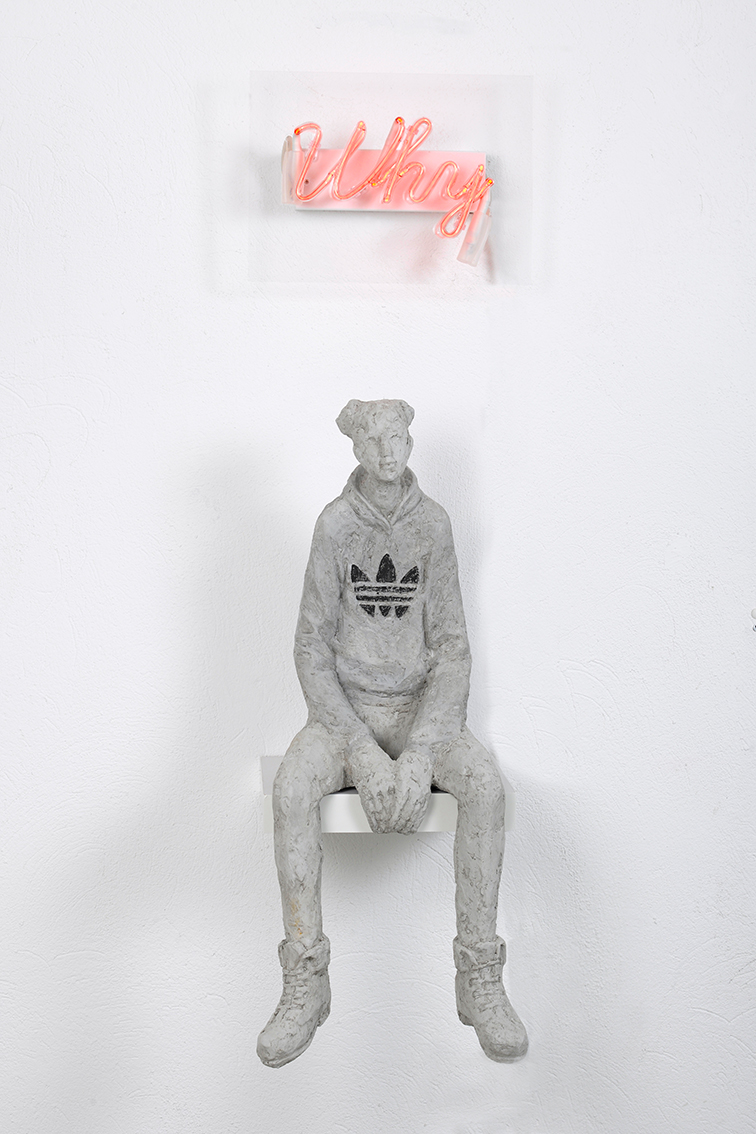 "Tina Heuter, ""Why"",  2018, Beton/Neon, 60cm"