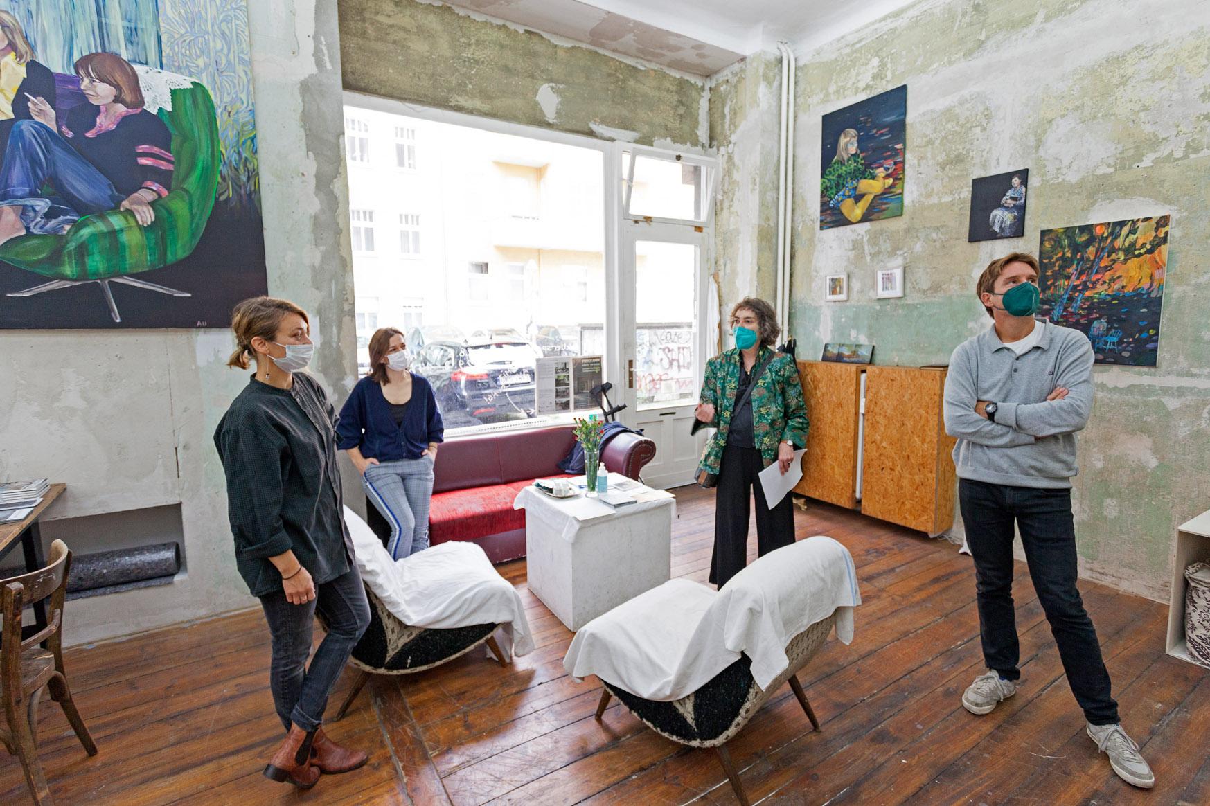 Atelierspaziergang mit Dr. Helen Adkins, Atelier Bohge und Ukuri