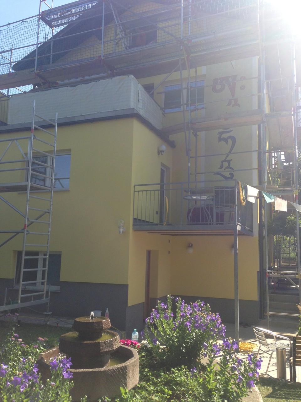 Anstrich auf Fassade mit hochwertiger Silikonharz Fassadenfarbe
