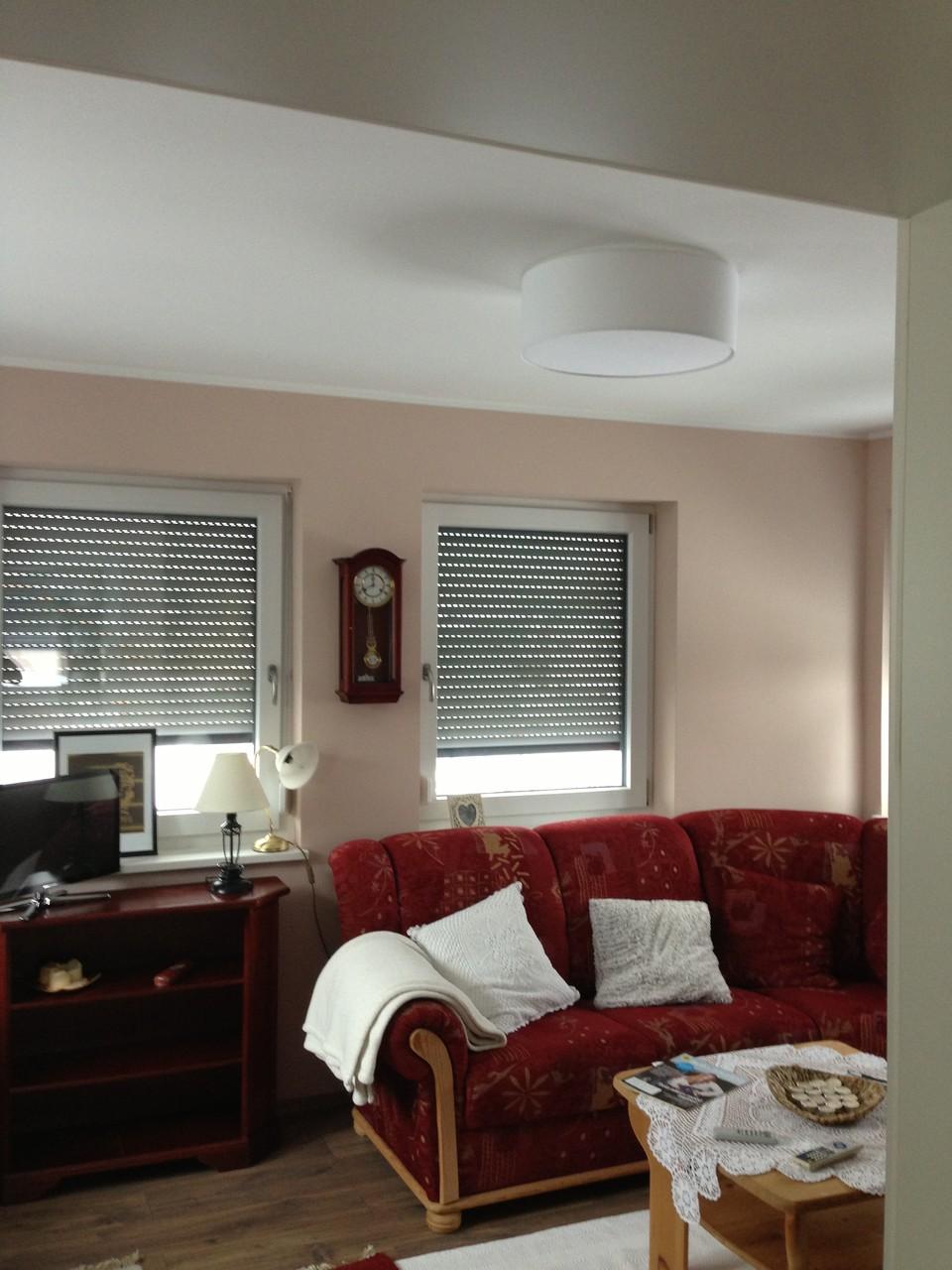 Decke uas Betonelementen vollflöchig spachteln, Wände vollflächig spachteln, malen in zweifärbiger Ausführung