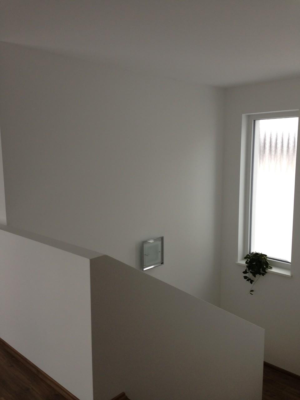 Decke aus Betonelementen vollflächig spachteln, Wände vollflächig spachteln, malen