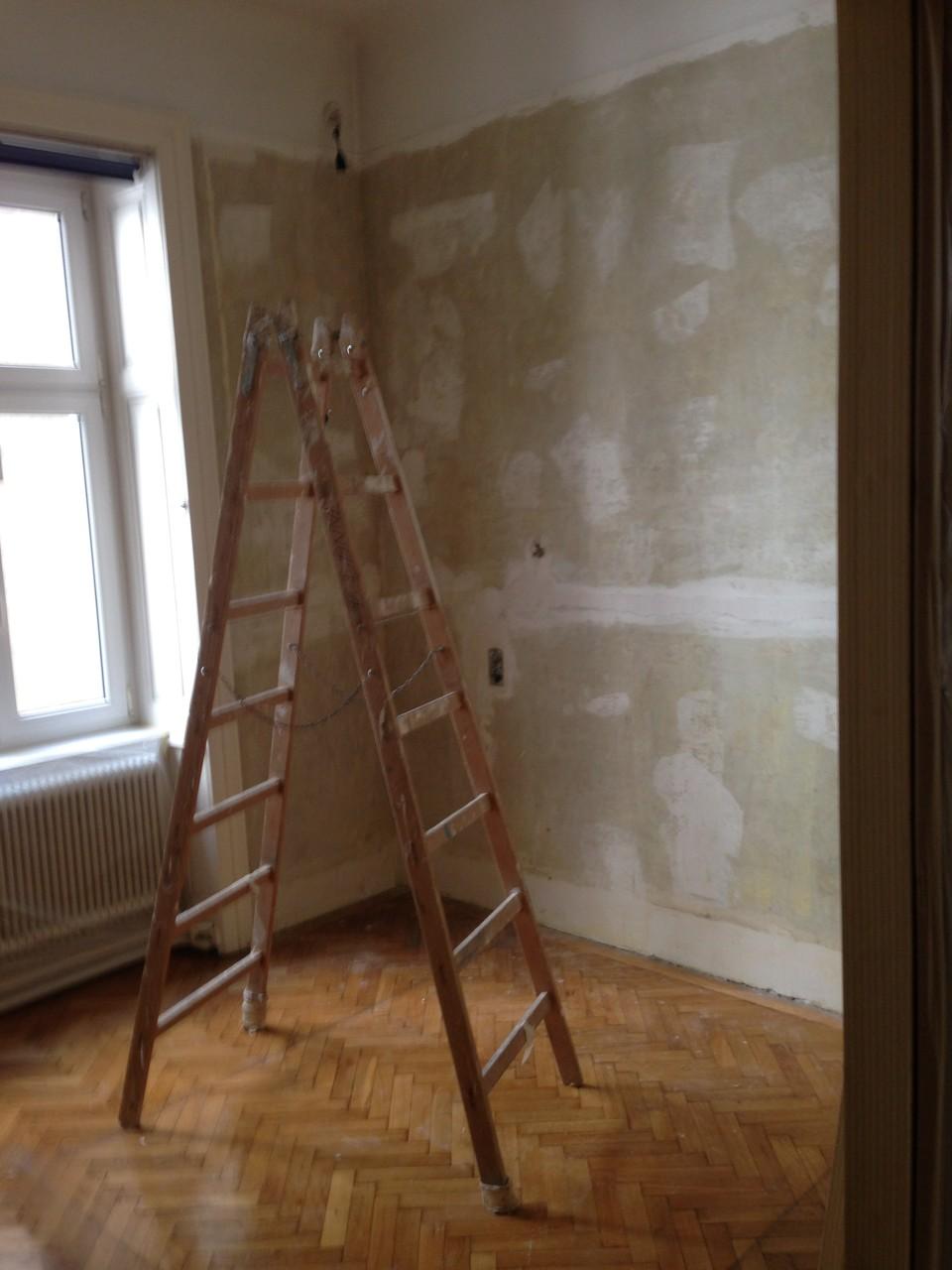 Alte Tapeten entfernen, Wände und Decke spachteln, malen und tapezieren, Parkett schleifen, kitten und versiegeln