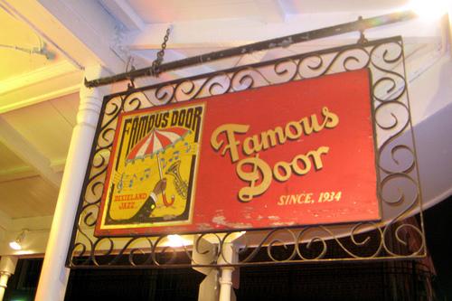 """Enseigne """"Famous Door"""""""
