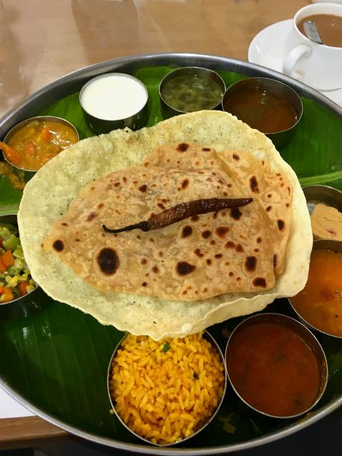 """Thali - auf Bananenblatt serviert - unser erster """"Lunch"""" in Indien"""