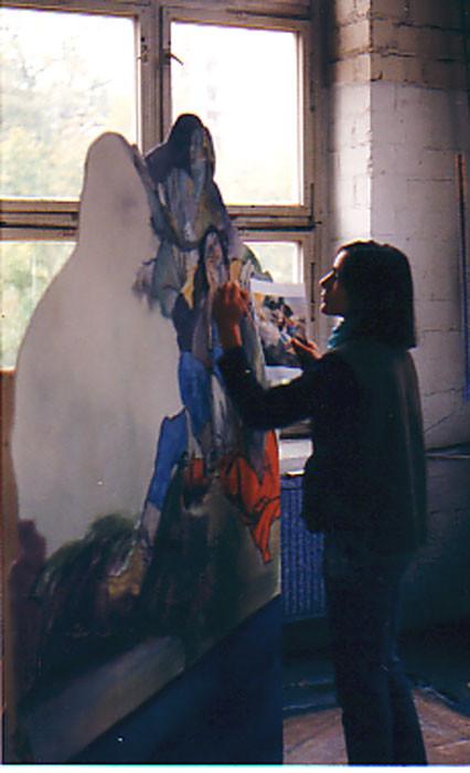 """Die Malerin beim malen der Kulissenteile für die Aufführung """"Orlando"""" im Schloss-Theater Potsdam Sanssouci"""