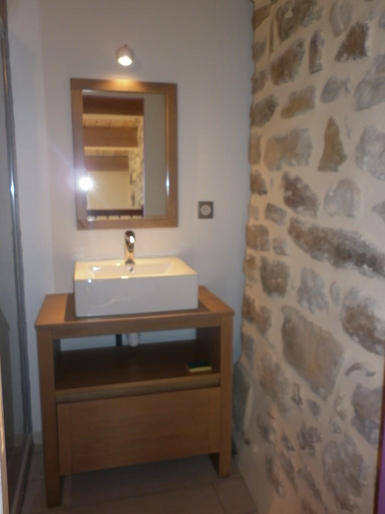 la salle de bain de l'étage du gîte de Coustillou
