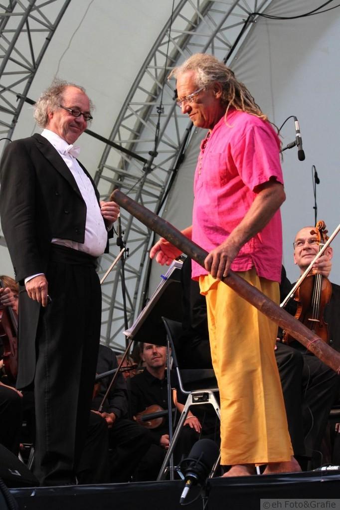 Klaus Burger_Didgeridoo - Martin Künster_Dirigent