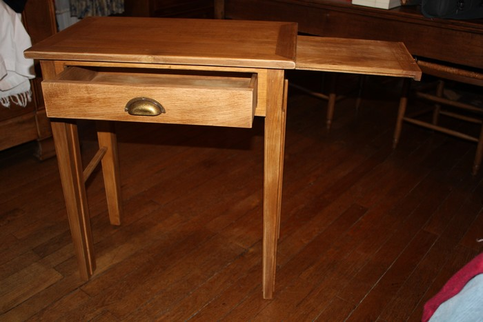 Table en chêne avec tablette coulissante et tiroir