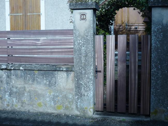 Portillon bois sur structure métal et clôture