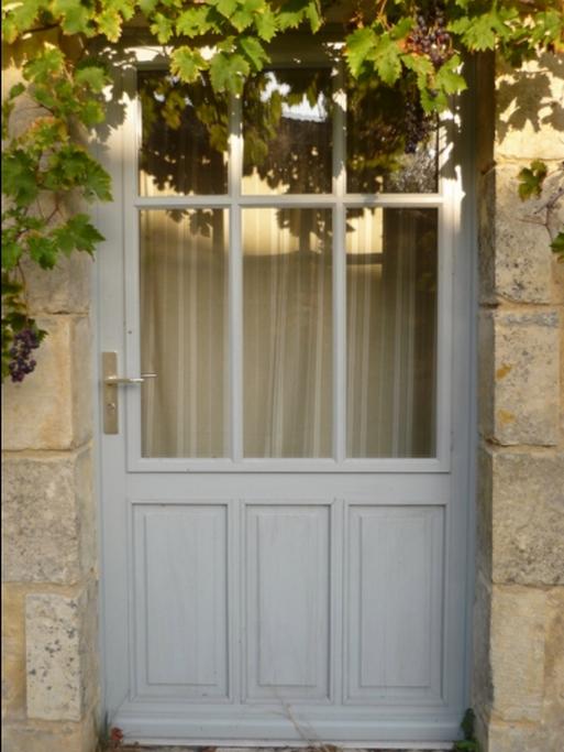 Porte fenêtre avec panneau mobile