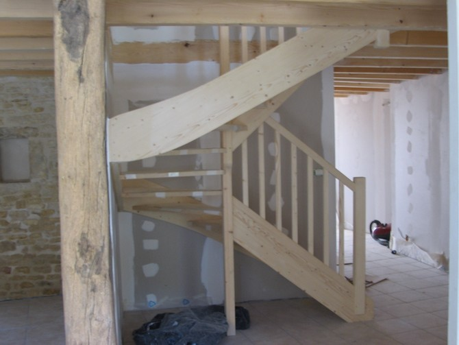Escalier demi-tour en sapin sans contremarches