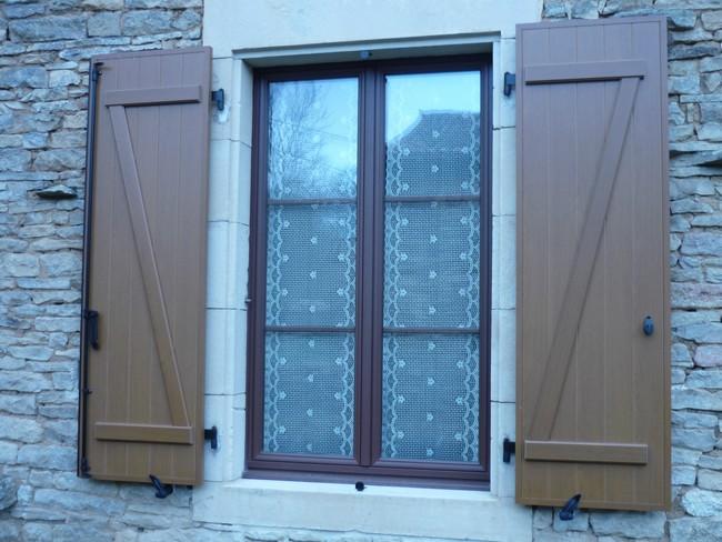 Fenêtre mixte avec volets isolés en aluminium
